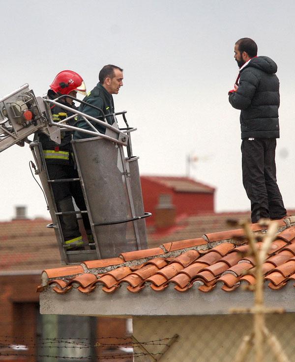 Un preso, dos horas subido en el tejado del centro penitenciario de Soria
