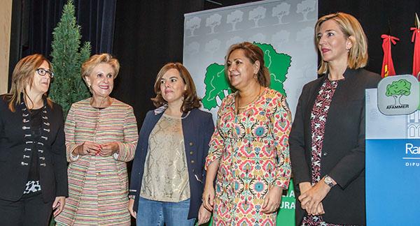 La vicepresidenta del Gobierno reconoce las mayores dificultades de las mujeres del mundo rural