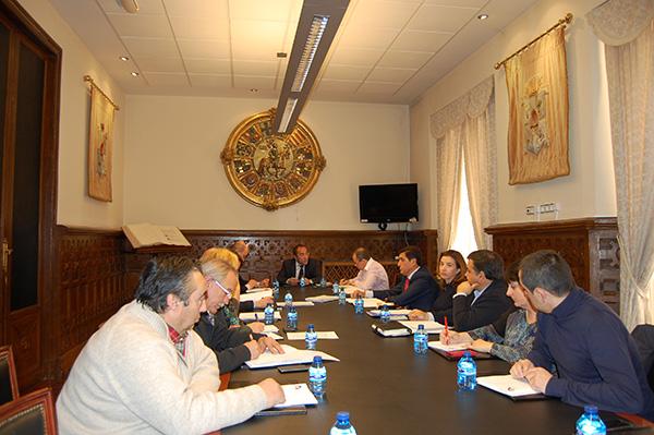 Diputación presenta su presupuesto para 2016 a los agentes económicos y sociales