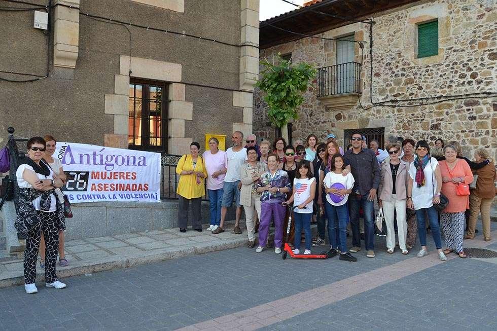 Antigona reivindica en Navaleno el fin de la violencia de género