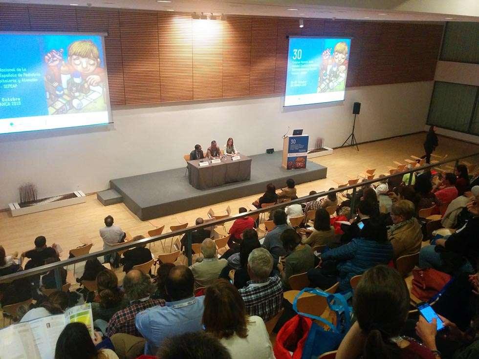 Los peligros del abuso de las nuevas tecnologías, uno de los retos de la pediatría social