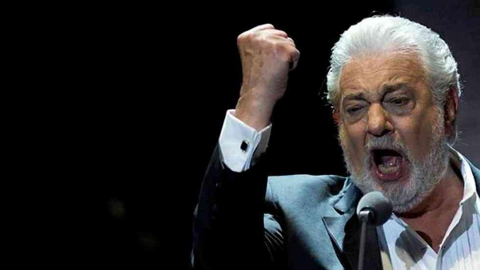 Pantalla gigante para seguir el concierto de Plácido Domingo