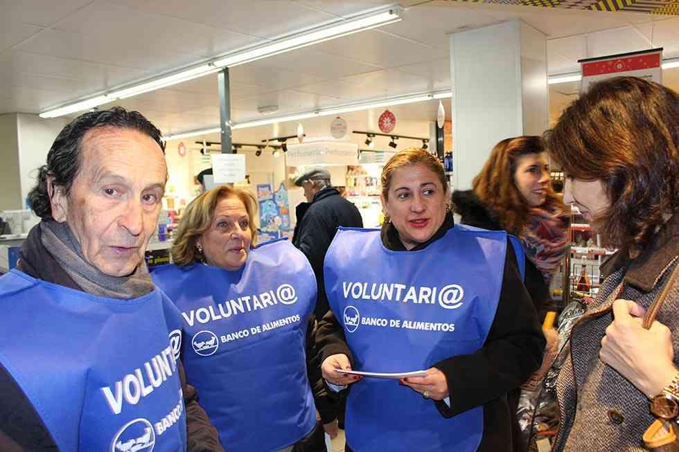 """La subdelegada del Gobierno colabora en la """"Gran Recogida"""" como una voluntaria más"""
