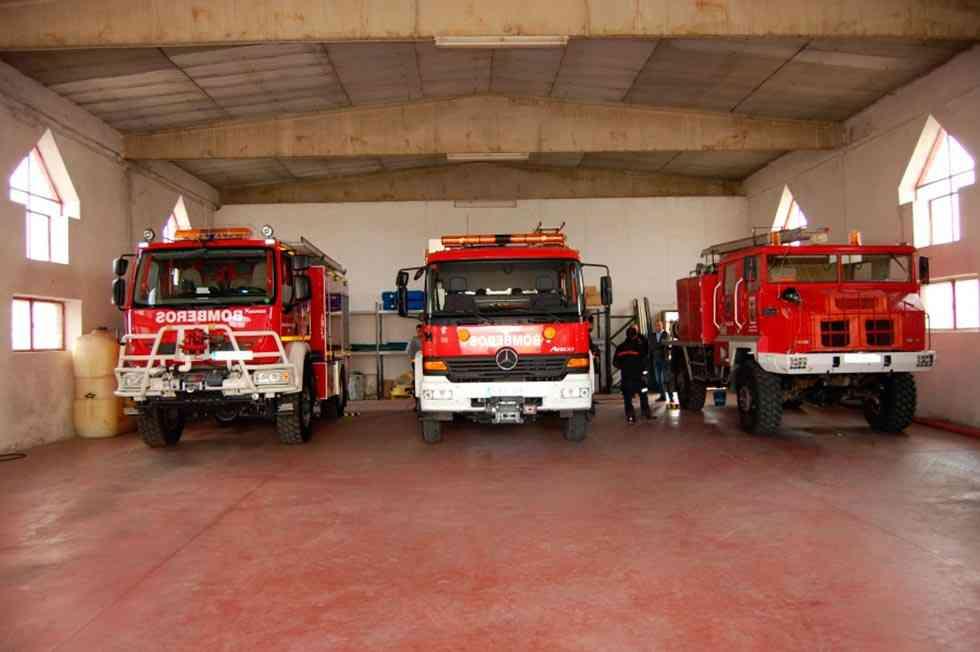 Roban maquinaria de tres furgonetas y el parque de bomberos de Almazán
