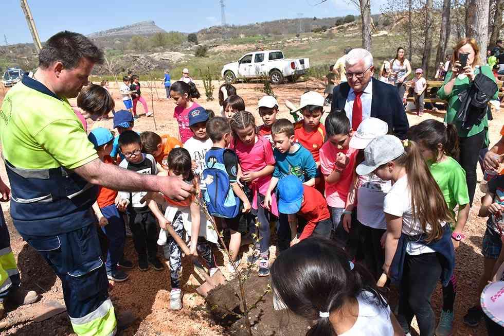 Golmayo dedica su bosque comestible al doctor Ruiz Liso