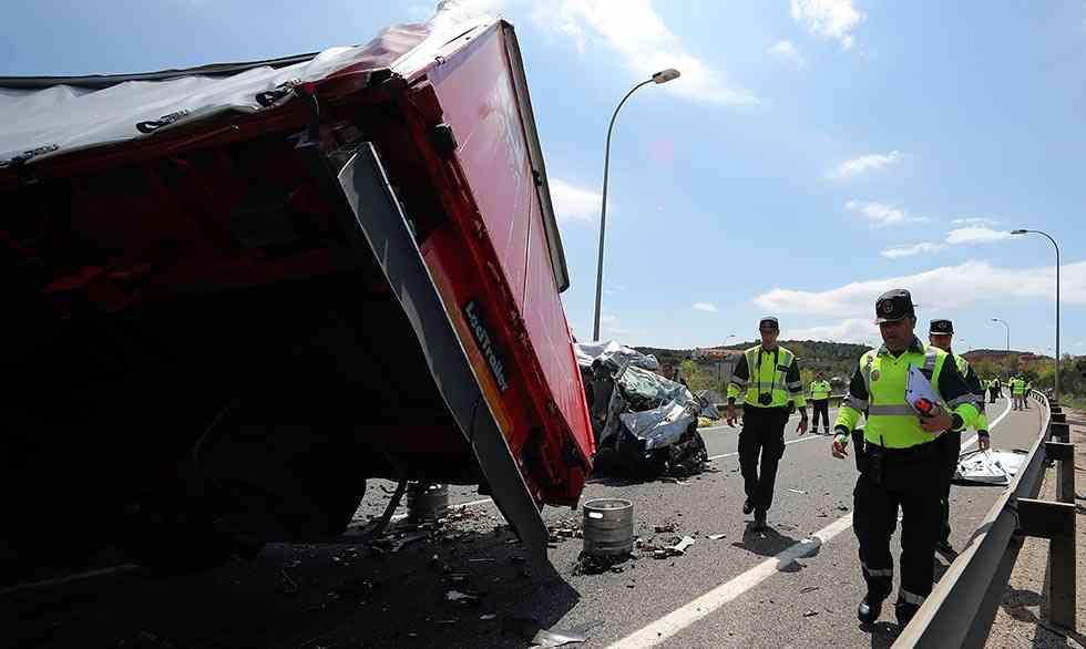 Tres fallecidos en choque frontal en circunvalación de Soria
