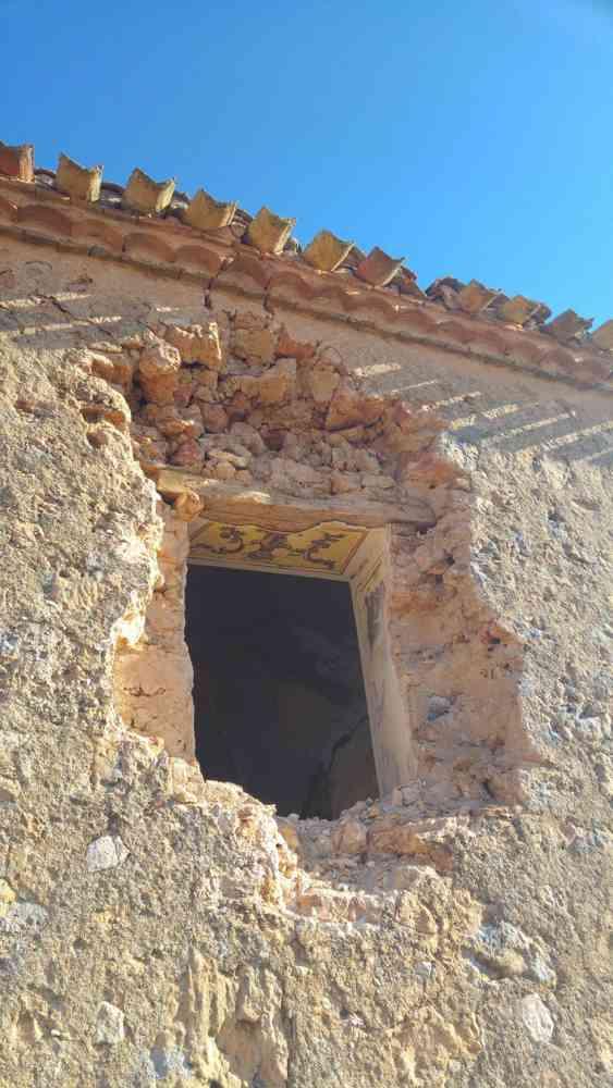 Roban piedras de sillería y rejas de la iglesia de Valdegrulla
