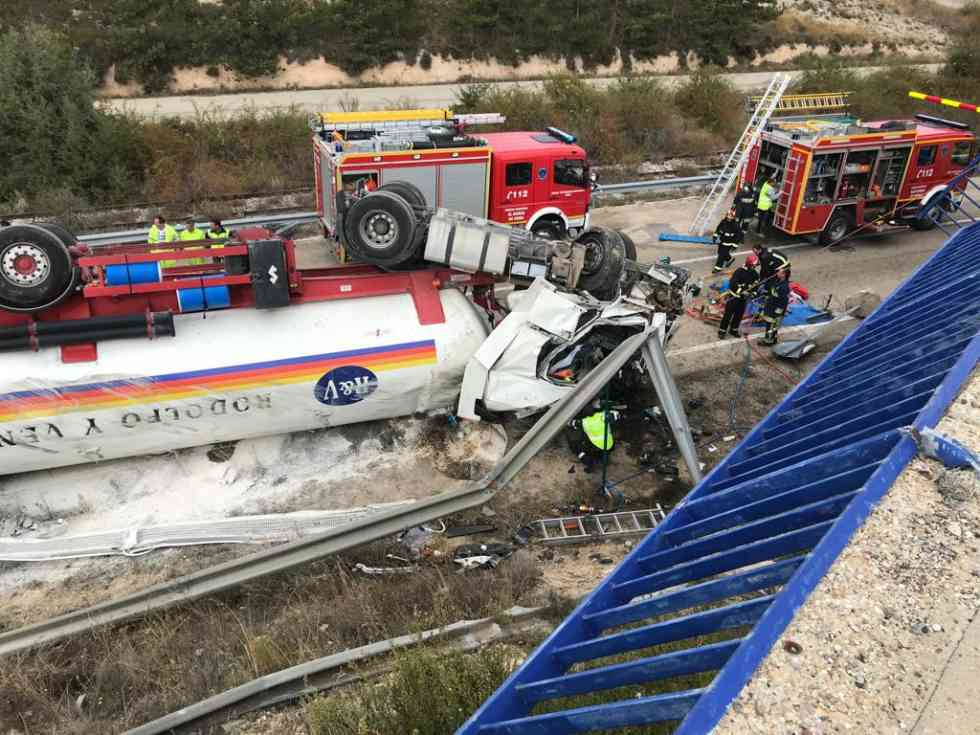 Un camión vuelca en la N-122, en Langa de Duero