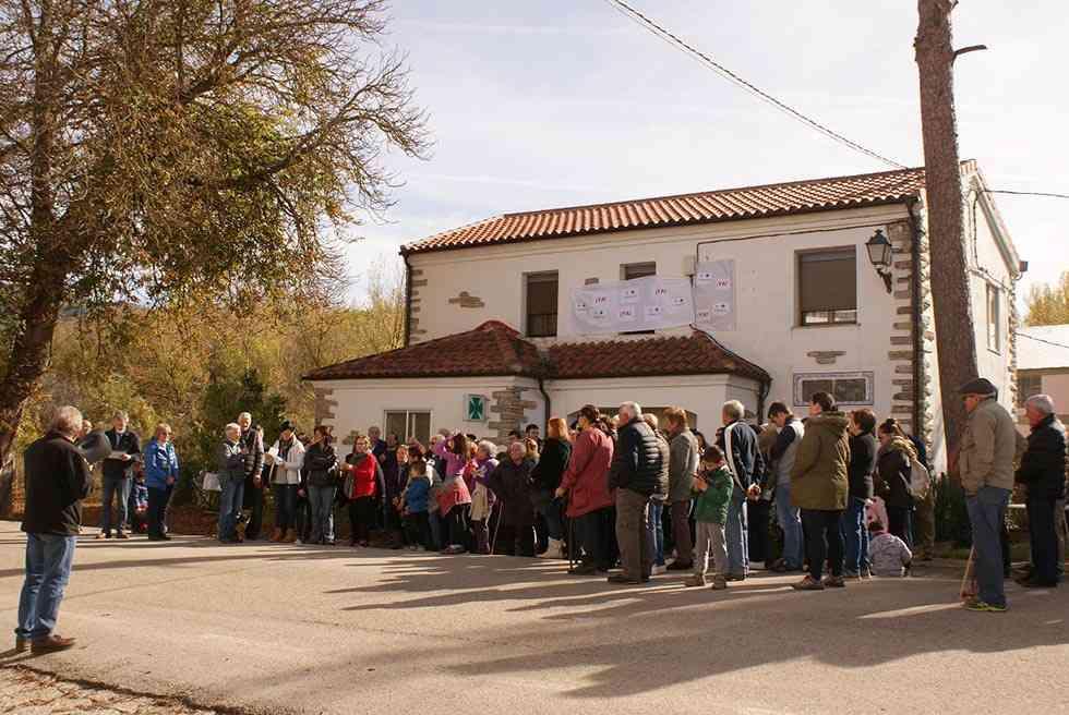 El valle del Cídacos se vuelve a concentrar para reclamar reapertura de farmacia