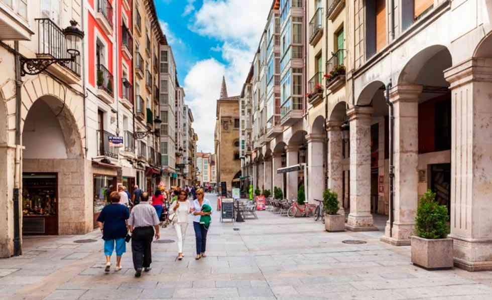 Junta y ayuntamientos refuerzan coordinación para controlar intrusismo en turismo