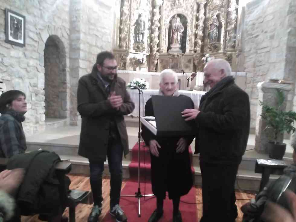 Añavieja homenajea a la centenaria Concha Lasanta
