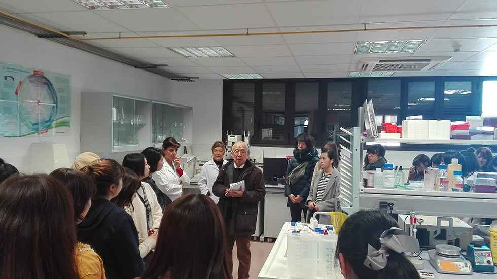 Alumnas japonesas visitan el Centro para la Calidad de los Alimentos