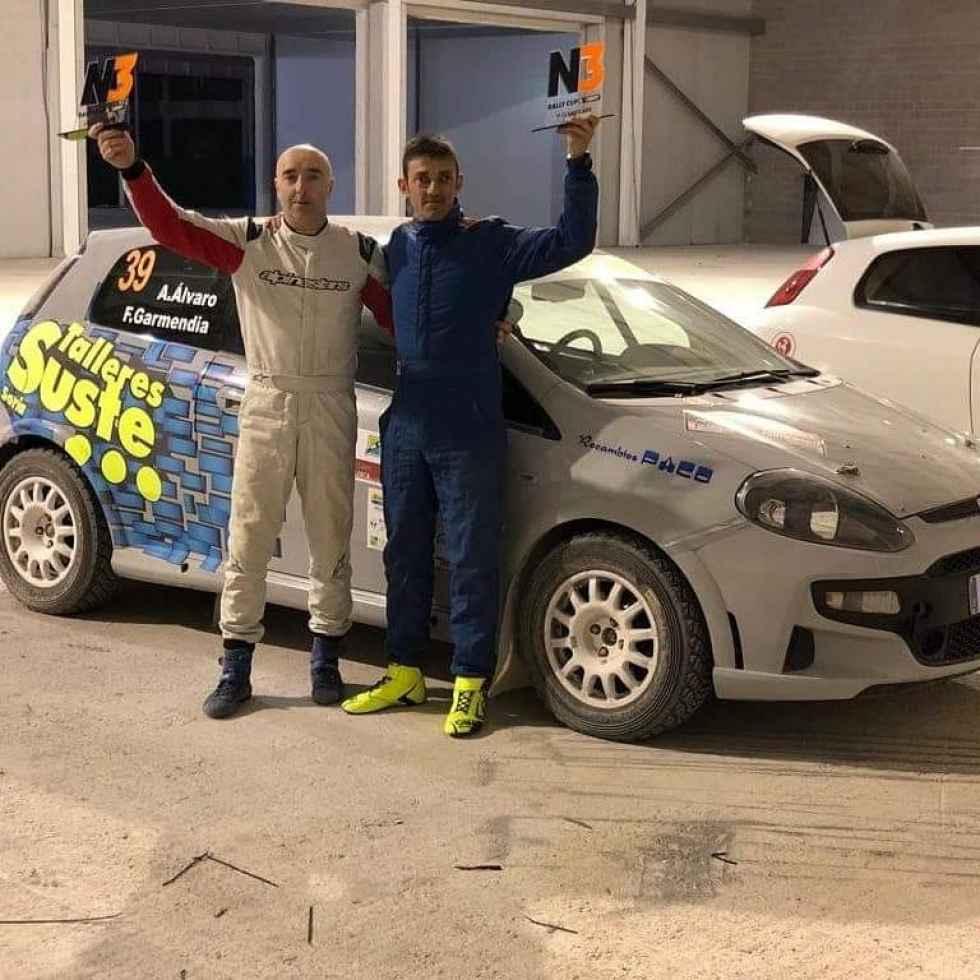 Agustín Álvaro estrena temporada y coche con victoria