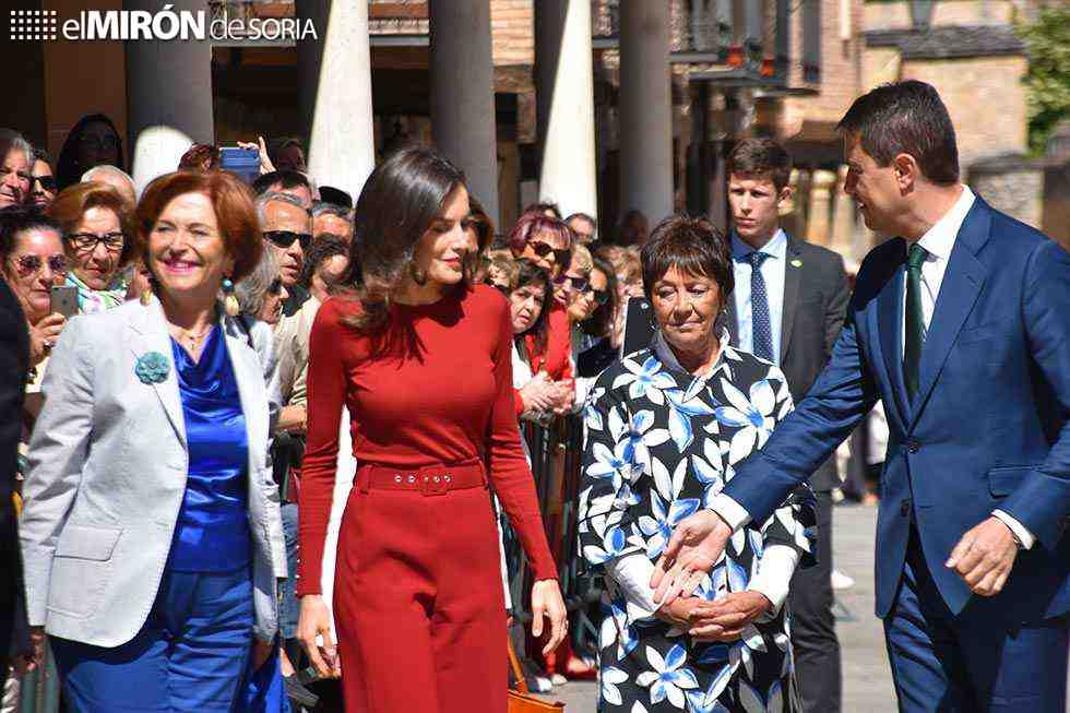 La reina Letizia apoya candidatura de toque de campana anual ante UNESCO