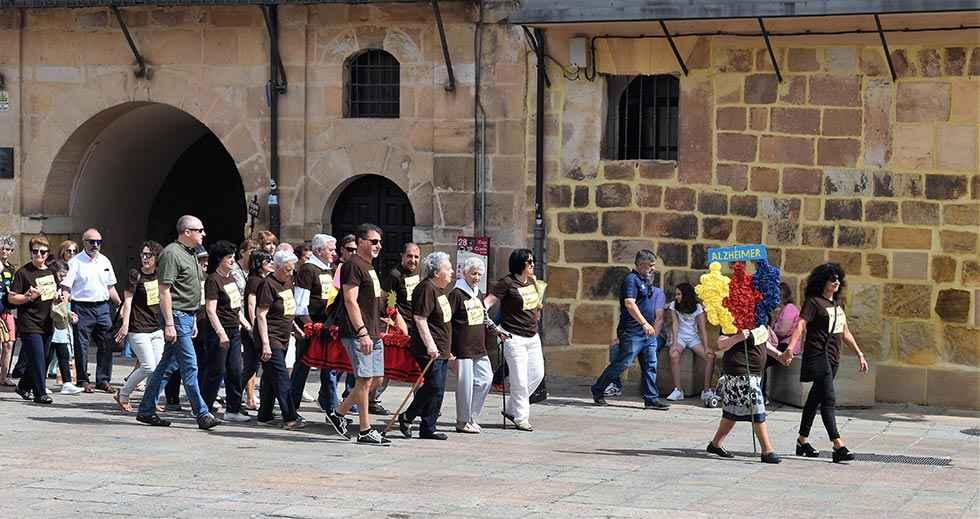 La asociación Alzheimer Soria realiza su desfile de calderas