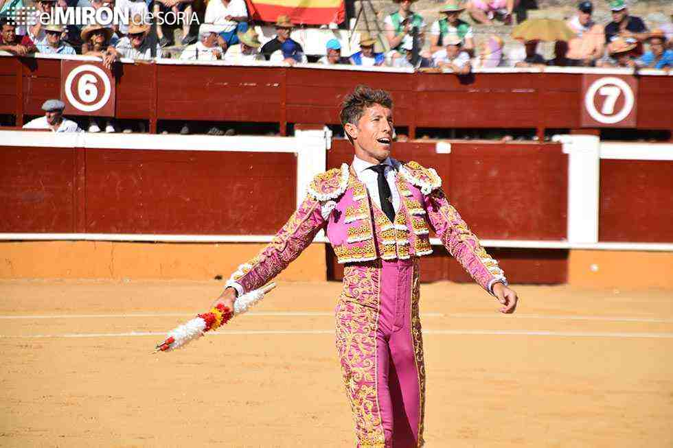 Escribano y Rubén Pinar triunfan con toros de Victorino Martín