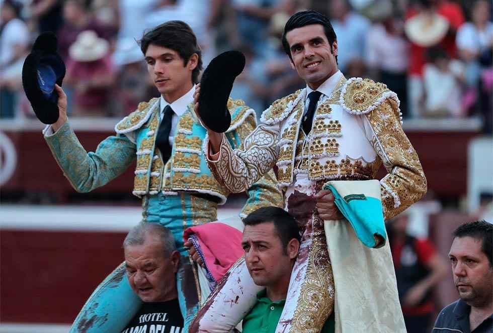 Buenas faenas y salida a hombros de Castella y De Justo