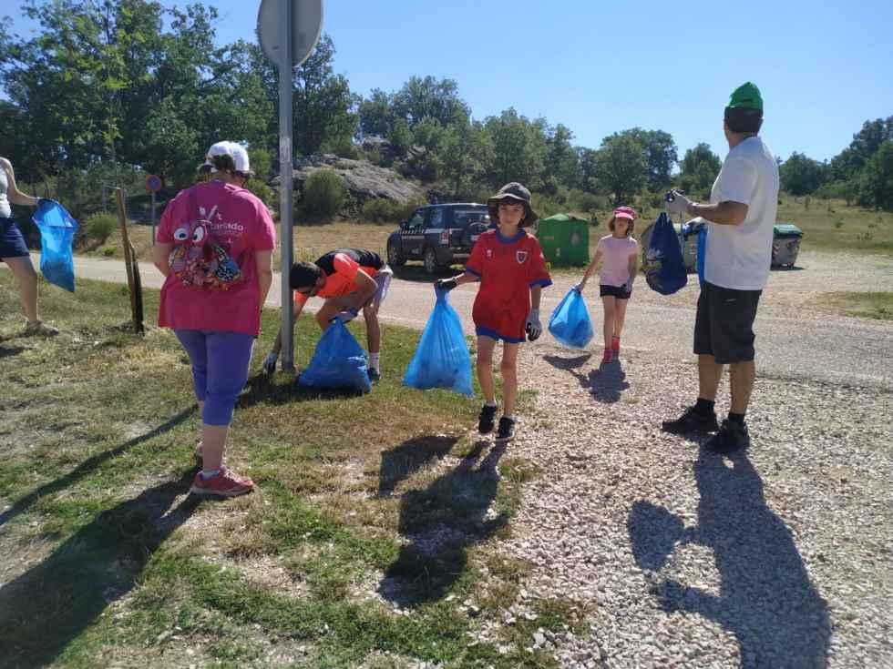 Apenas veinte personas se animan a limpiar el monte Valonsadero