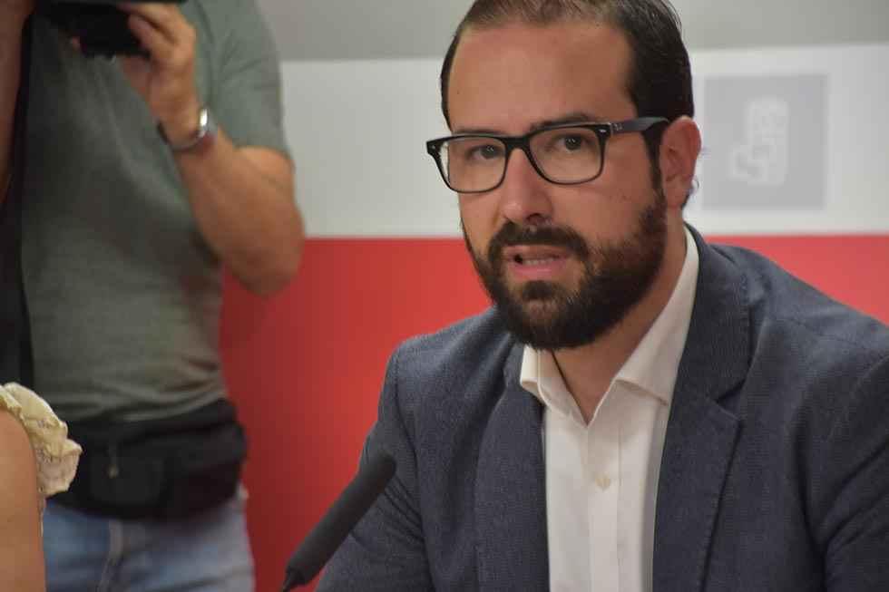 El PSOE denuncia que la nueva Junta se estrena con más cierres