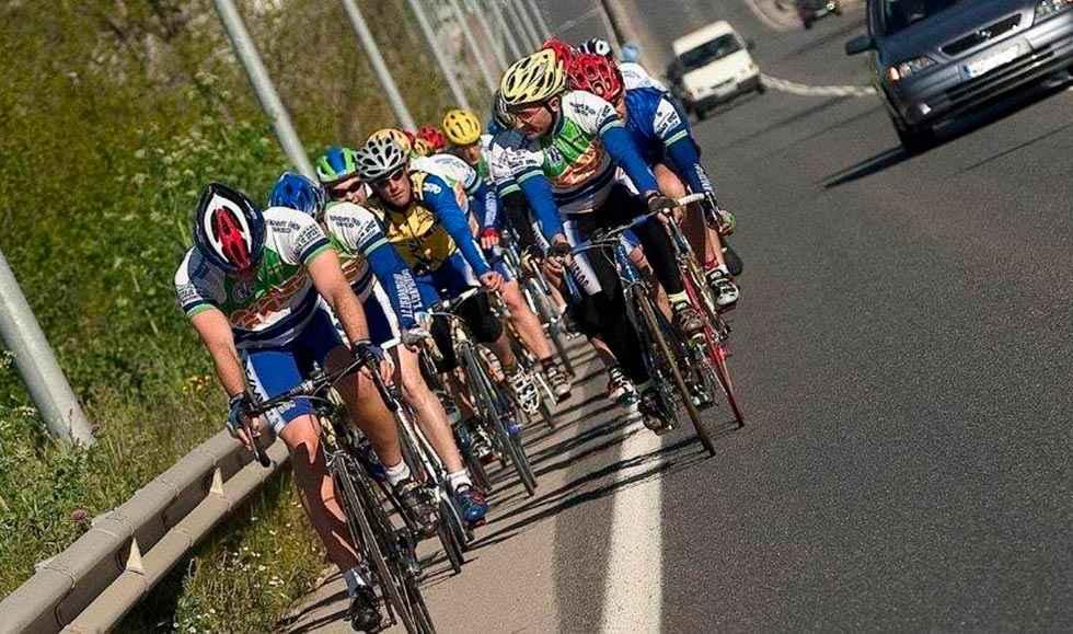 Campaña especial de la DGT para mejorar seguridad de ciclistas