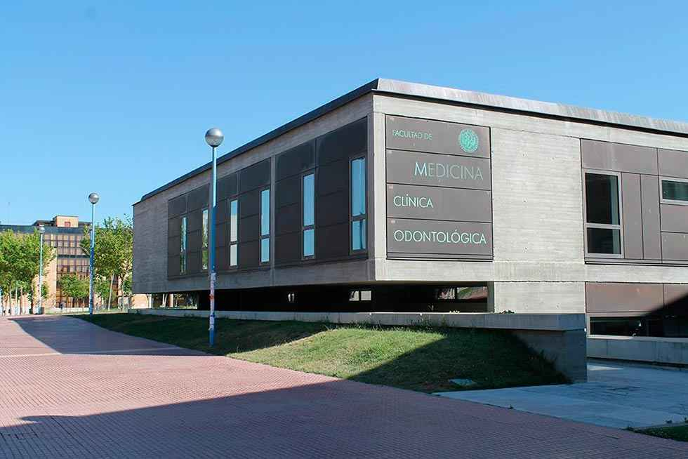 Una de cada tres plazas de Medicina, para estudiantes andaluces y extremeños