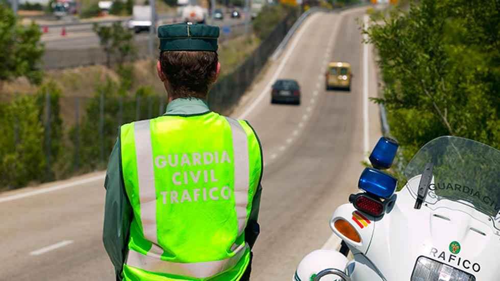 Tráfico intensifica controles de velocidad en puente de agosto
