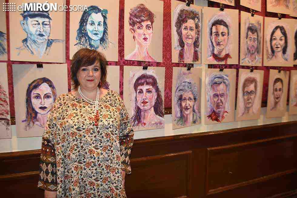 Isis Gayo expone su mural humano