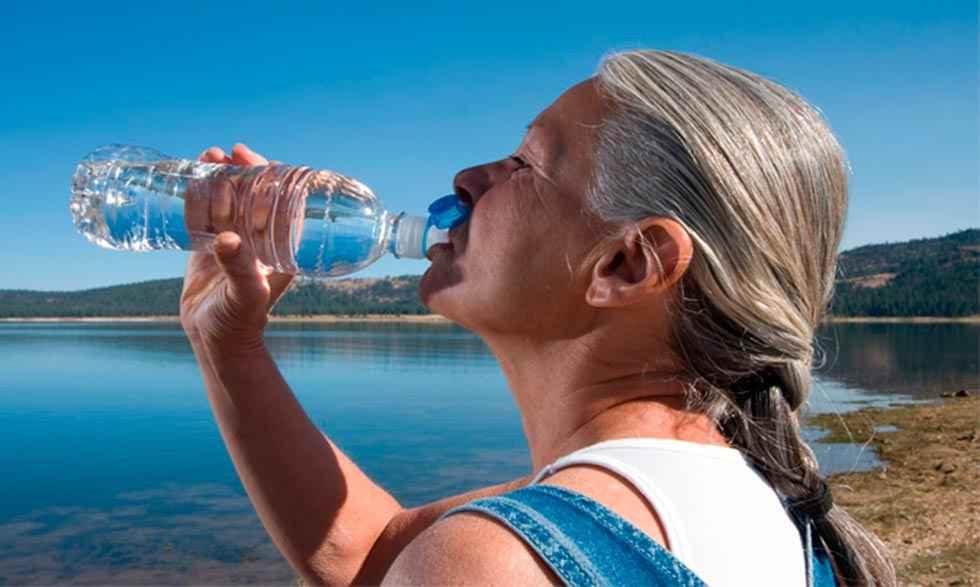 Los farmacéuticos recuerdan los medicamentos que pueden afectar a la hidratación