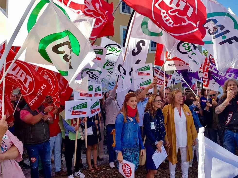 Los sindicatos exigen a la Junta que cumpla las 35 horas semanales