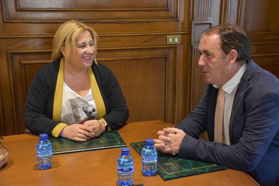 Visita institucional de la nueva delegada territorial a la Diputación