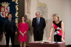 La Junta analiza los retos de futuro del sector turístico y el empleo