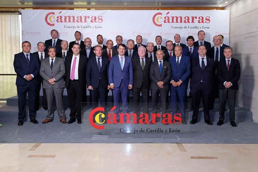 Mañueco garantiza el apoyo al Consejo de Cámaras de Comercio