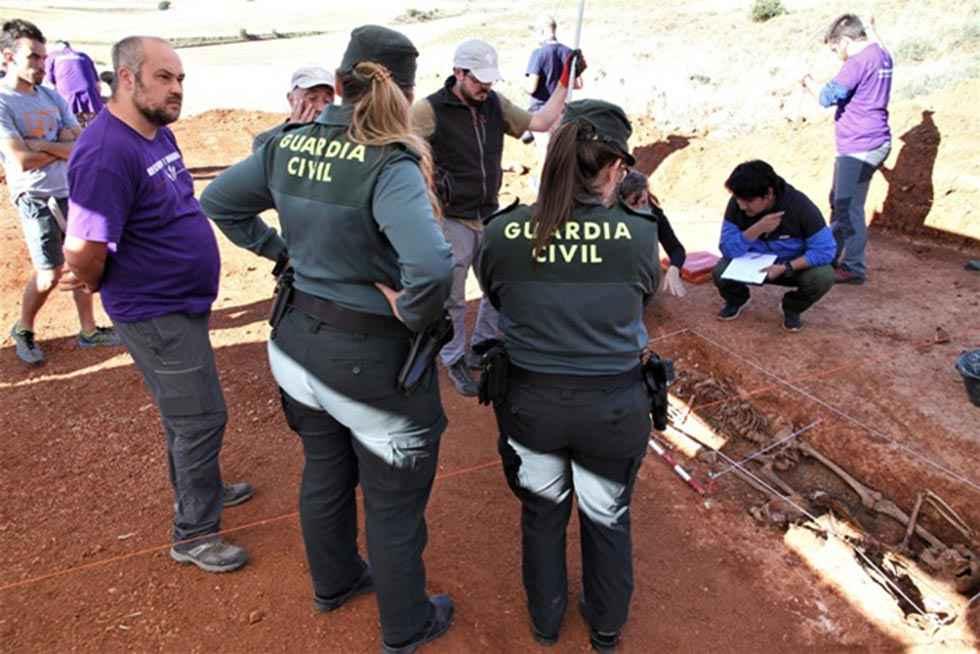 Providencia para identificar a familiares de represaliados en La Riba de Escalote