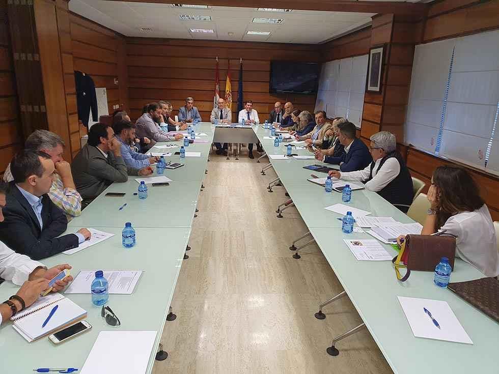 La Junta escucha al sector agroalimentario para reaccionar a aranceles