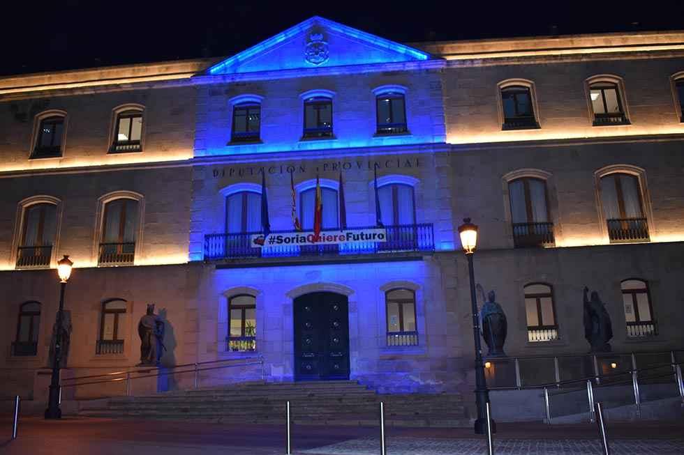 El Palacio provincial, de azul turquesa, en el Día de la Dislexia