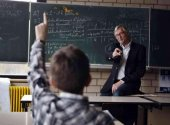 IU reclama convocatorias de empleo más amplias en educación