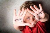 Amnistia Internacional conciencia contra el acoso escolar