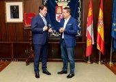 Mañueco cierra con UPL la ronda con grupos parlamentarios