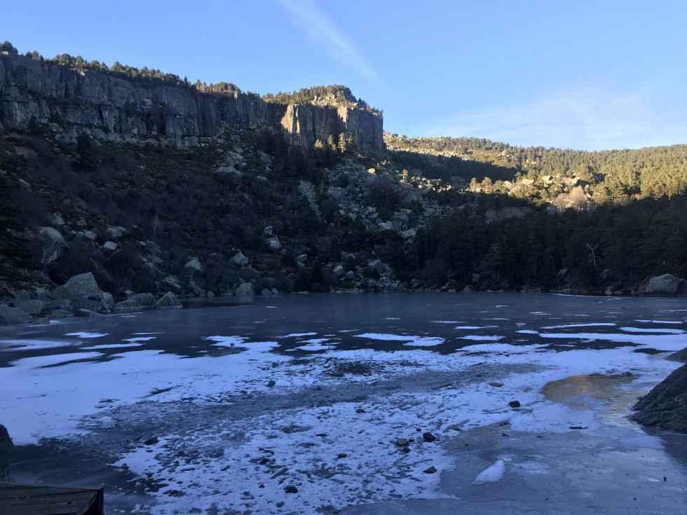 Suspendida la regulación de acceso a la Laguna Negra