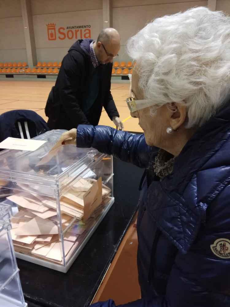 Quejas por la mesa electoral en el polideportivo de San Andrés