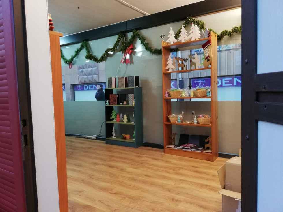 Asovica Fadess abre su tienda de artículos navideños