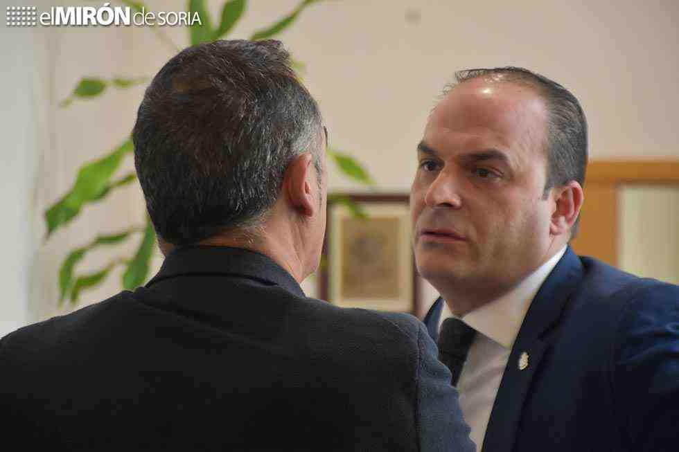 Cobo y Navas registran baja como diputados del PP y PSOE