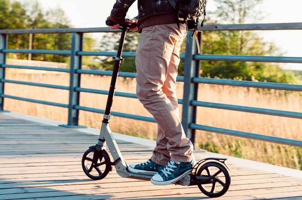 Los monopatines ya no pueden circular por aceras y zonas peatonales