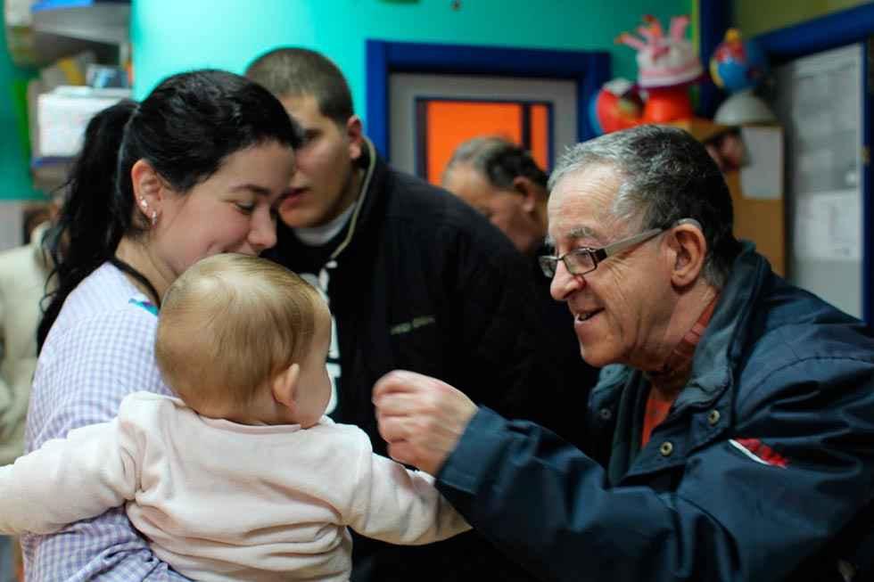 Asovica Fadess y Escolapios intercambian postales navideñas