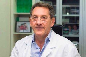 Sesión clínica del traumatólogo Mikel Sánchez, que trata a Rafa Nadal