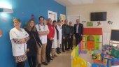La Guardia Civil entrega juguetes al centro de salud