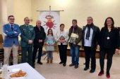 La cofradía de la Soledad reconoce a la Guardia Civil