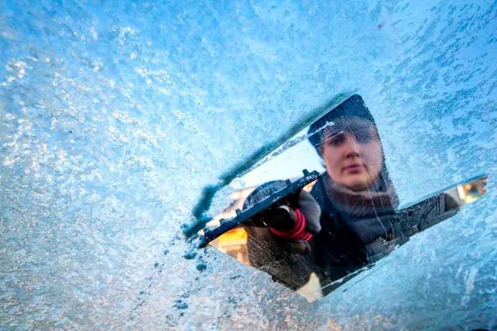Seis consejos para eliminar el hielo del parabrisas