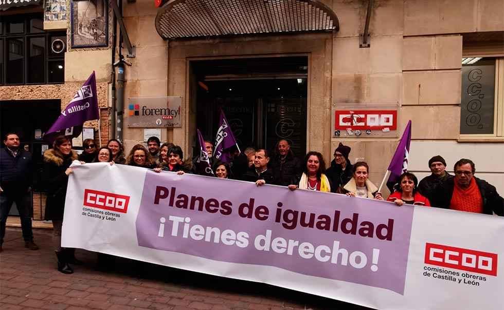 Concentración de CC..OO. para exigir planes de igualdad
