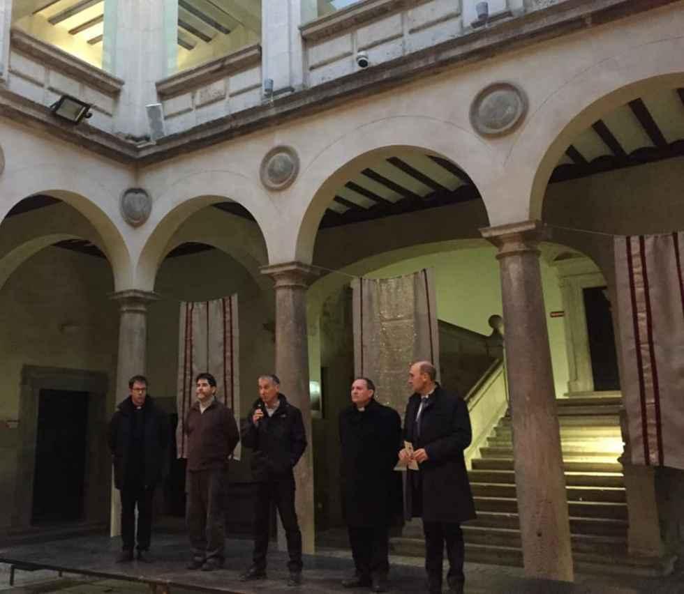 """El obispo inaugura la exposición """"Misión ¿imposible? en Ágreda"""